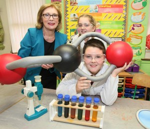 Minister Jan OÕSullivan launching Our Universe with students of Corpus Christi Primary School, Moyross, Limerick. Our Universe is a classroom based science education programme delivered by Gas Networks Ireland in partnership with Junior Achievement. The Programme will reach 5,000 6th class primary school students nationwide with the help of business volunteers. Our Universe is designed to introduce science to the students in a fun and engaging way and to influence them to continue with science education. Photo: Kieran Clancy