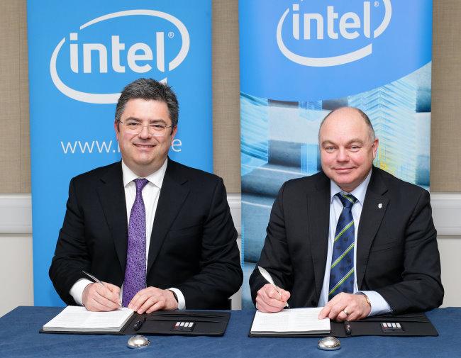 Intel Ireland General Manager Eamonn Sinnott and UCD President Andrew Deeks